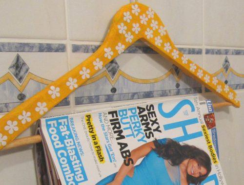 Obešalnik za revije